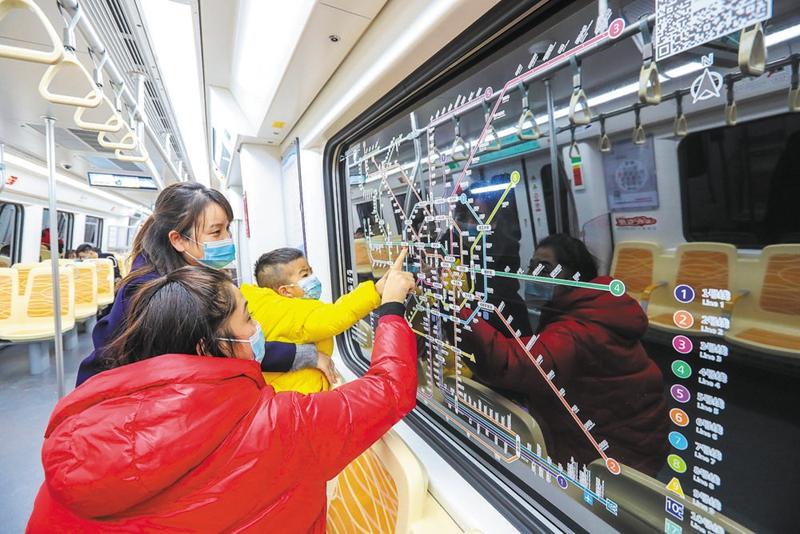 乘着快铁往返 就像坐地铁一样方便